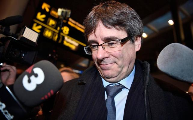 Puigdemont exige la dimisión de Santamaría por intentar «orquestar un fraude de ley»