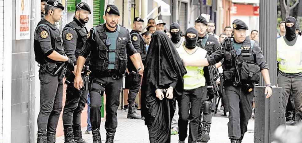 Agentes compran chalecos y patrullan solos por falta de medios antiyihadistas
