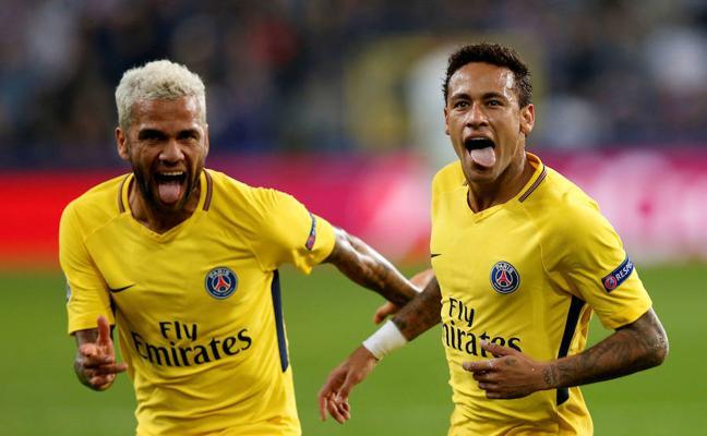Alves cree que Neymar «tenía que salir de la sombra de Messi»