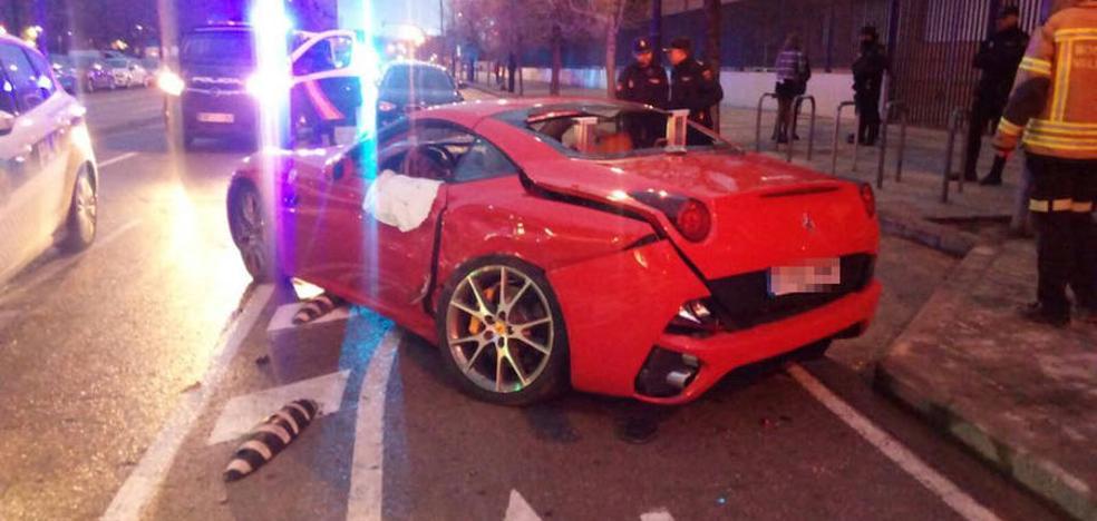 Un Ferrari se estrella en la avenida de Baleares