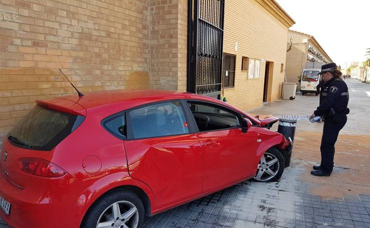 Un conductor drogado que huía de la policía intenta entrar con su coche en el cementerio