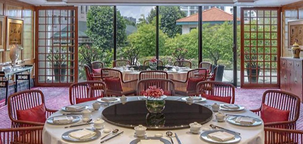 El restaurante con estrella Michelin del hotel Regent Singapore intoxica a 43 comensales