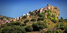Chodos, un pueblo al borde del precipicio