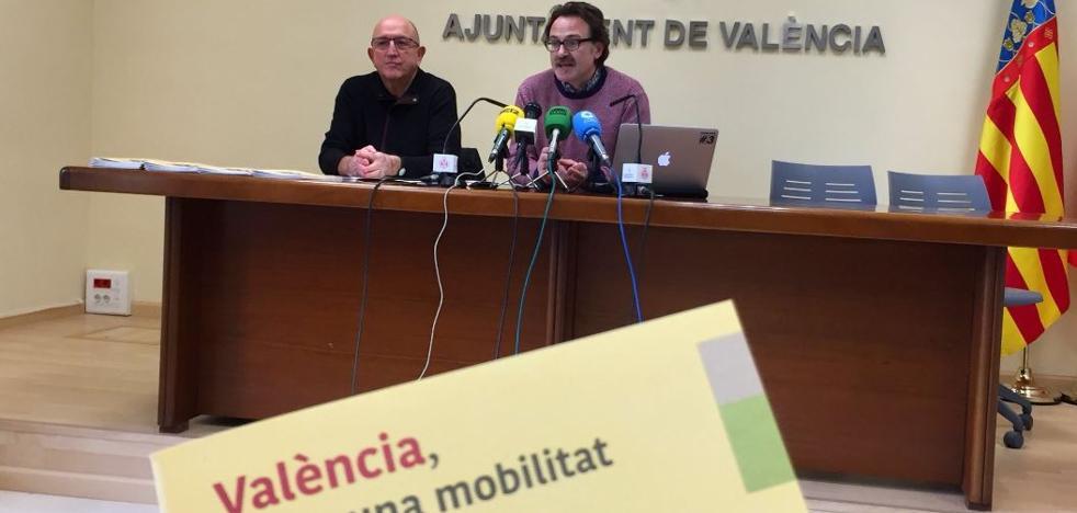 Grezzi y Ribó exponen en una guía los «graves problemas» que ocasionan en Valencia los coches privados
