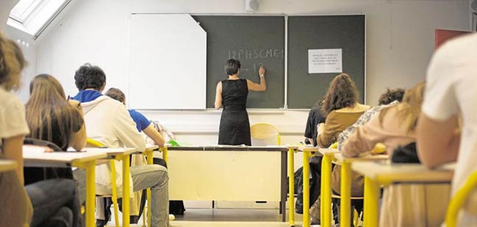 «Harta de aguantar la mala educación de los alumnos y del proteccionismo paterno»