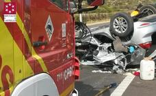 Muere una mujer de 26 años al volcar en la AP-7 el coche en el que iba con un bebé y otro joven