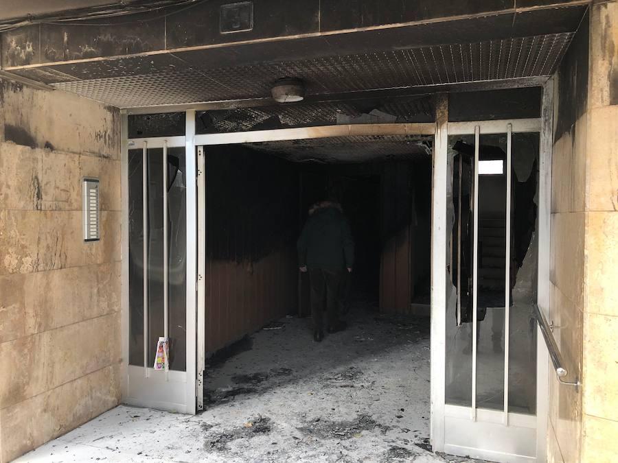 Cuatro personas quedan atrapadas tras un incendio en un edificio de la Pobla de Farnals