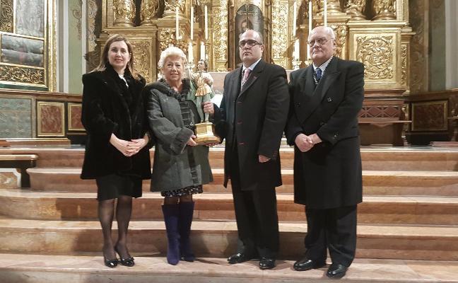 El altar del Tossal estrena una nueva talla de San Vicente Ferrer para los niños
