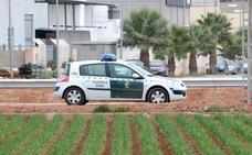 Un hombre roba un vehículo y embiste un 4x4 de la Policía en Cullera