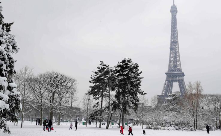 París se tiñe de blanco