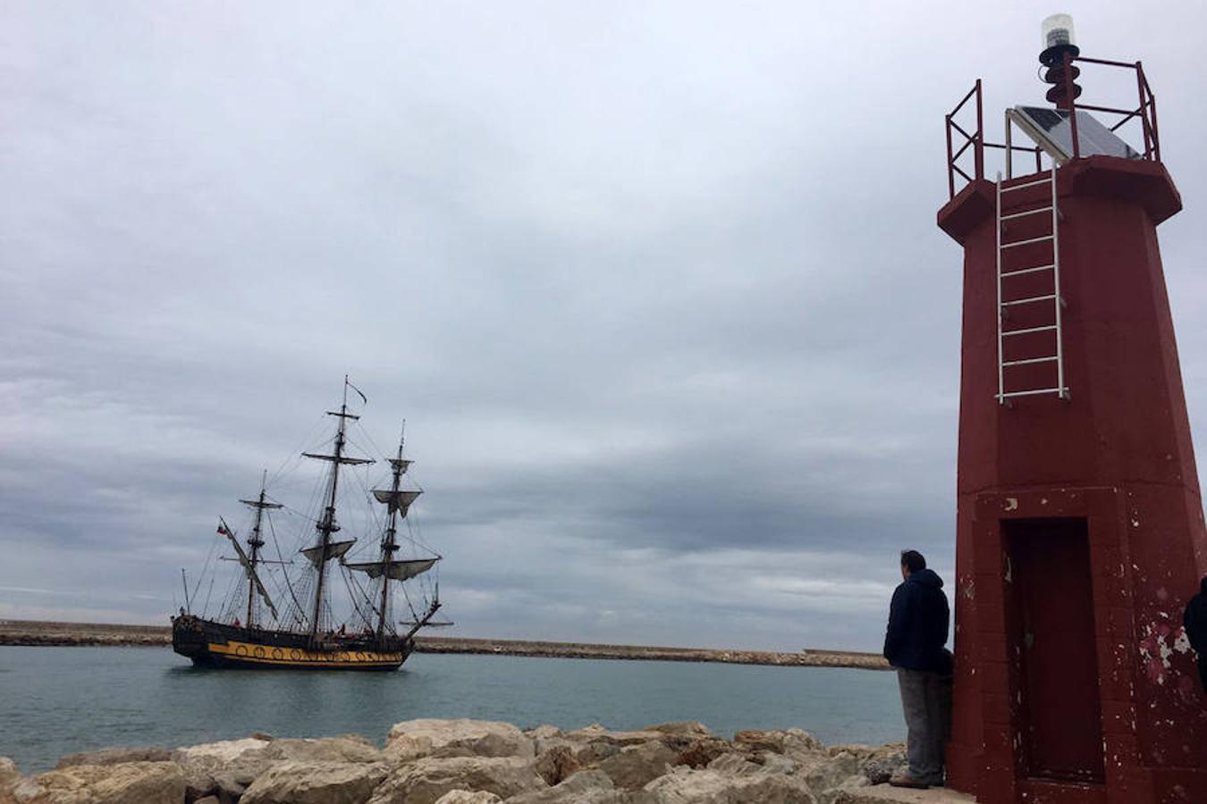 El buque escuela ruso Shtandart atraca en Dénia