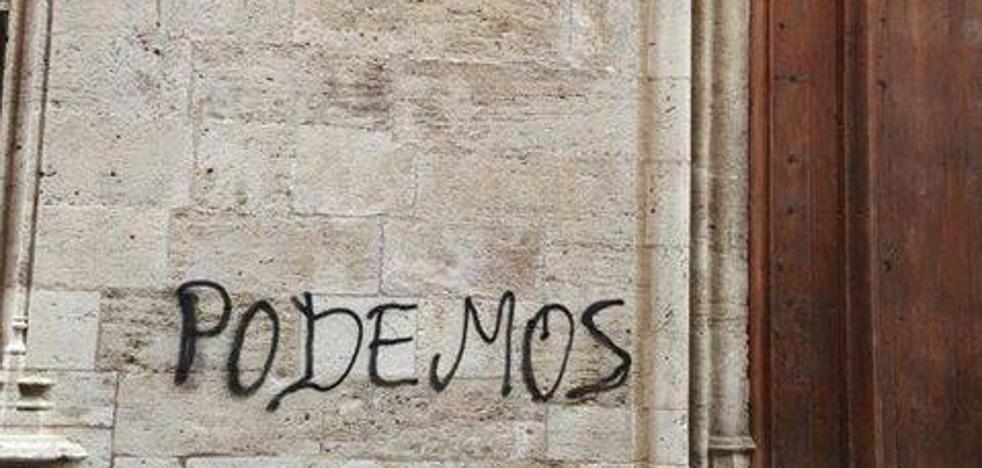 Otro acto de vandalismo llena de pintadas la Lonja