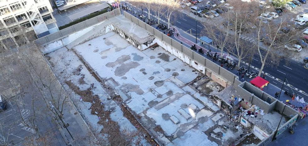 El solar del nuevo Ayuntamiento se llena de basura ante el bloqueo de su cesión