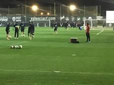 Carlos Soler abandona el entrenamiento