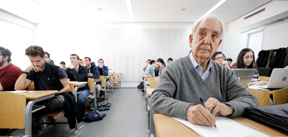 «¡Abuelo, contigo a muerte!», el apoyo de los nietos de Miguel, el erasmus de 80 años