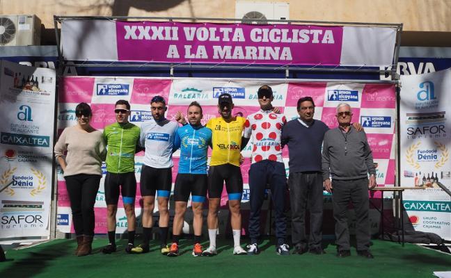 Fergus Robinson vence en la etapa de Dénia de la Volta Ciclista a la Marina Alta