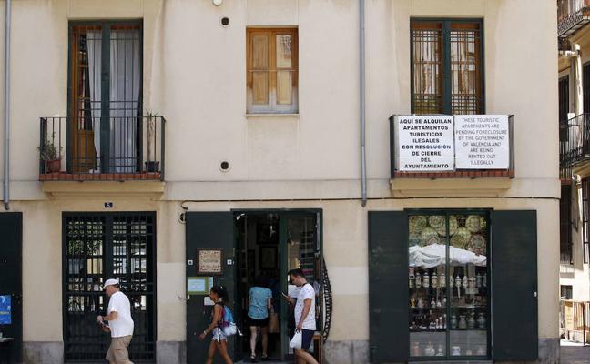 El precio de los apartamentos turísticos se estanca en Valencia tras dispararse la oferta