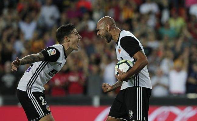 Santi Mina y Zaza, cara y cruz en el Valencia