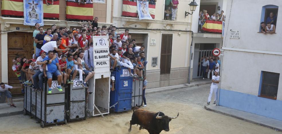 El Consell recula y retrasa la exigencia de que haya dos médicos en los bous al carrer