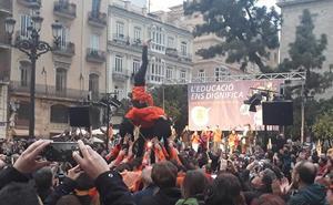 Asistentes a un acto de Escola reivindican la liberación de los presos independentistas