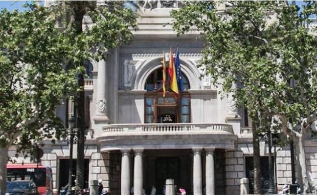 El Defensor del Pueblo pide al tripartito que difunda sus decisiones en castellano