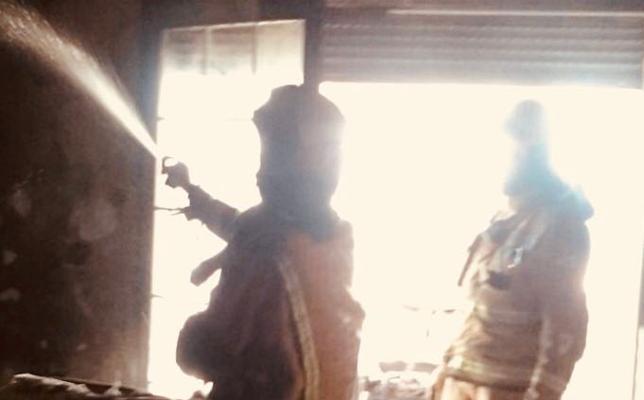 Un hombre de 89 años sufre intoxicación por humo al incendiarse su casa en Xàbia
