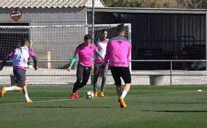 Tito se pasa por el entrenamiento del Levante