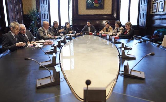 El Parlament aplaza de nuevo la reforma para investir a distancia a Puigdemont