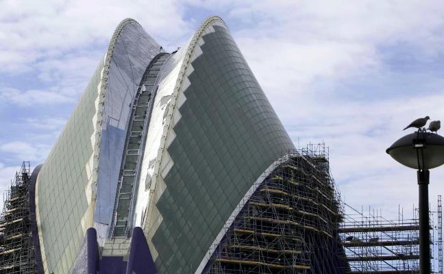 El Ágora cierra su cubierta nueve años después de la inauguración