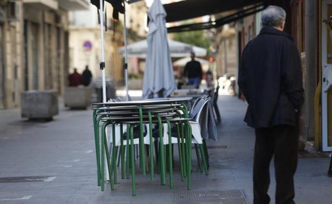 El bando de Fallas impide a los bares poner terrazas en Ruzafa en pleno horario de cenas