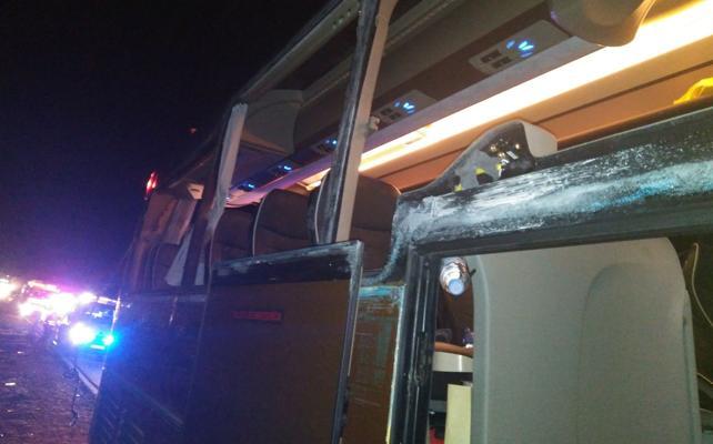 Doce heridos tras chocar un autobús y un camión en la A-3 en Villargordo del Cabriel