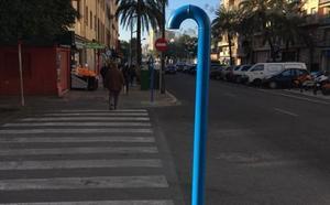 ¿Qué son estos 'bastones' repartidos por distintas calles de Valencia?