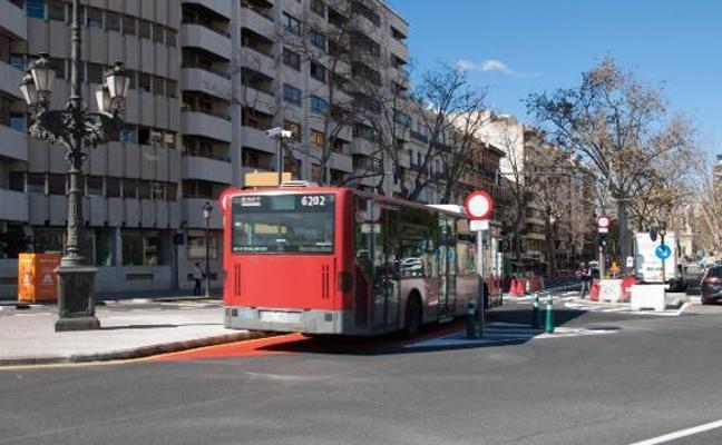 Accidentes y retrasos en el primer día de las nuevas líneas de la EMT