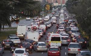 Las autoescuelas evitan la avenida del Cid durante los exámenes por los atascos