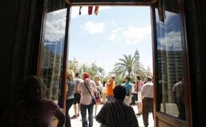 Consulta si te ha tocado una entrada para ver la mascletà desde el balcón del Ayuntamiento