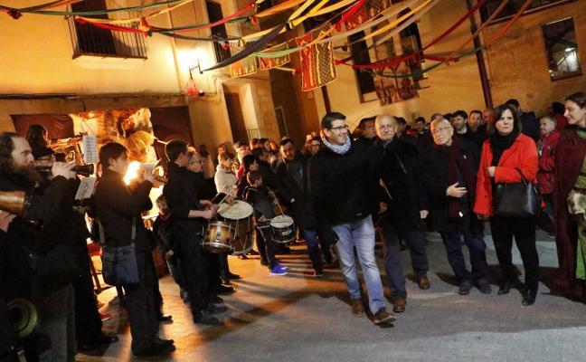 Un masivo pregón abre el renovado mercado medieval de Ontinyent