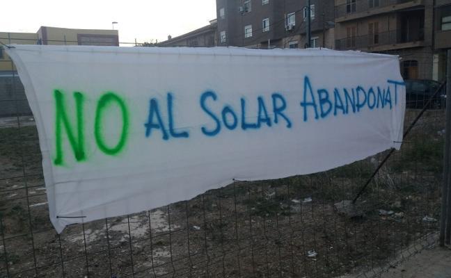 Padres del Ausiàs March de Alboraya piden adecuar un solar abandonado junto al centro