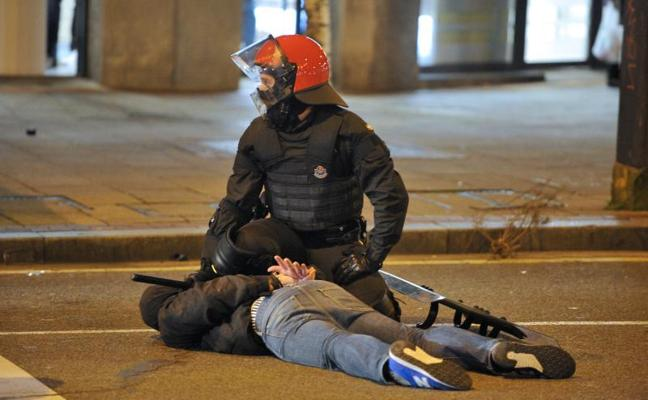 En libertad con cargos los nueve detenidos en los incidentes de Bilbao