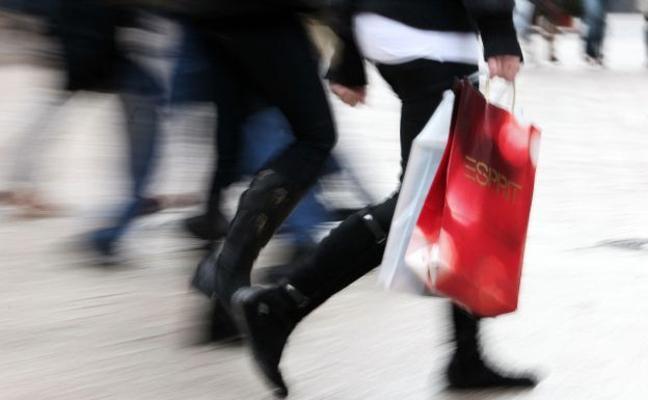 Una madre se va de compras con el cadáver de su hijo recién nacido en una bolsa
