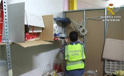 Un comerciante de San Vicente pierde su negocio y 11.200 euros creyendo que tenía una deuda con la mafia siciliana