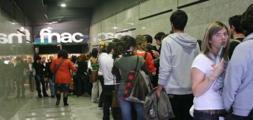 Fnac esquiva el cierre en festivos en Valencia al ofertar sólo productos culturales