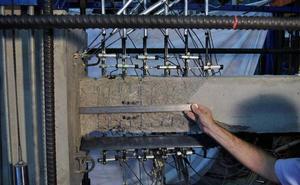 Investigadores de la UPV patentan un material que permite a un edificio recuperar su forma tras un seísmo