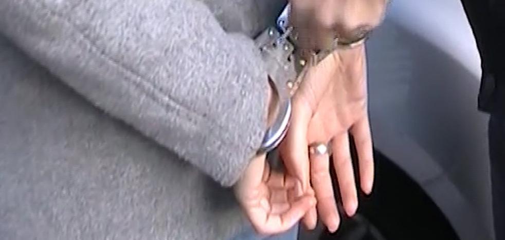 La nueva vida en la cárcel de la viuda de Patraix: celda compartida y ropa deportiva