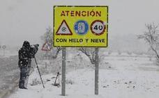 El temporal de nieve remite y sólo se necesitan cadenas para circular por una carretera