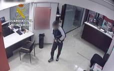 La Guardia Civil detiene a un atracador de bancos en Alcalá de Xivert