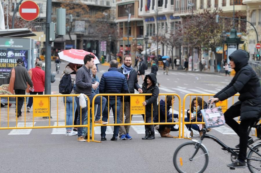 Fotos del búscate en la mascletà del 2 de marzo