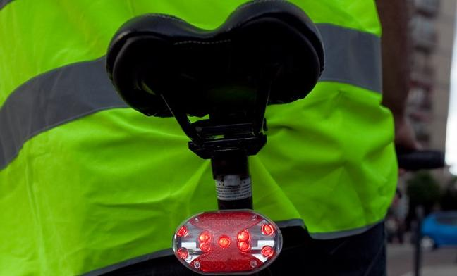 Cómo llevar las luces de la bicicleta para que no te multe la Guardia Civil de Tráfico