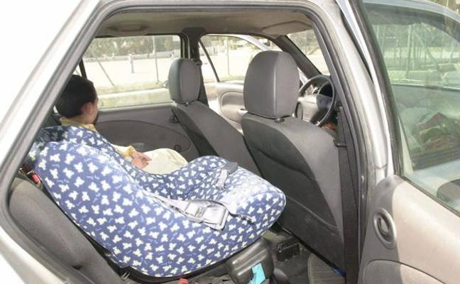 La DGT pide a los padres que no compren ni acepten sillitas infantiles de segunda mano