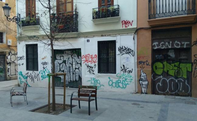 Las pintadas vuelven al Carmen tras la campaña de limpieza del martes