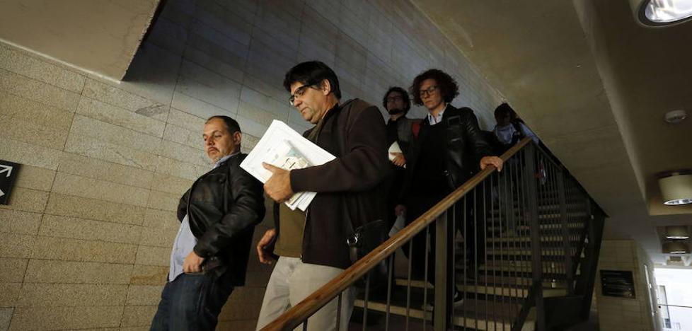 El exconcejal de Alicante denuncia ante la Policía el hallazgo hace dos meses de un aparato de grabación en Urbanismo